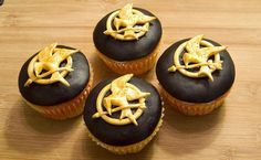 hunger games cupcakes. If I ever throw a premier party.. like for hunger games this week?