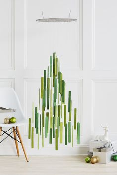 xmas tree : sticks and leftover paint