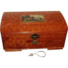 Vintage 1940's Decorative Wooden Vanity Box with Lock
