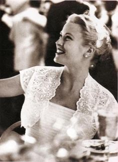 Lovely Grace Kelly | More Grace Kelly lusciousness here: http://mylusciouslife.com/photo-galleries/entertainment-books-movies-tv-music-arts-and-culture/