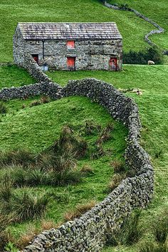 Art fence in the middle of the woods. R Frost- Good fences Swaledale barn, Yorkshire Dales, England
