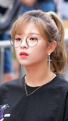 twice jeongyeon wallpaper Nayeon, K Pop, Kpop Girl Groups, Korean Girl Groups, Kpop Girls, Twice Jungyeon, Twice Kpop, Suwon, Extended Play