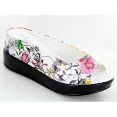 White floral pattern ladies casual shoe without beaded embellishment.