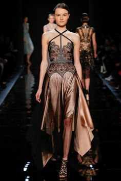 Guarda la sfilata di moda Reem Acra a New York e scopri la collezione di abiti e accessori per la stagione Collezioni Autunno Inverno 2016-17.