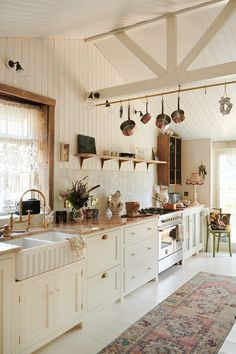 Beach House Kitchens, Home Kitchens, Modern Country, Country Decor, Country Living, Pearl Lowe, Casa Milano, Devol Kitchens, All White Kitchen
