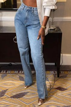 Order the Mid Wash Split Hem Straight Leg Jeans from In The Style. Dope Fashion, Black Women Fashion, Denim Fashion, Fashion Outfits, Blue Jean Outfits, Black Jeans Outfit, Cute Comfy Outfits, Stylish Outfits, Mode Outfits