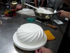 icing effect on dome shaped cake