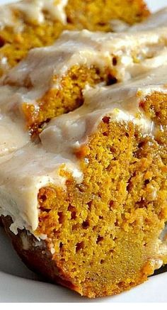 The Best Pumpkin Bread with Brown Butter Maple Icing Recipe Das beste Kürbisbrot mit Brown Butter Maple Icing Rezept Brownie Desserts, Fall Desserts, Just Desserts, Delicious Desserts, Yummy Food, Christmas Desserts, Christmas Cooking, Thanksgiving Deserts, Fall Dessert Recipes