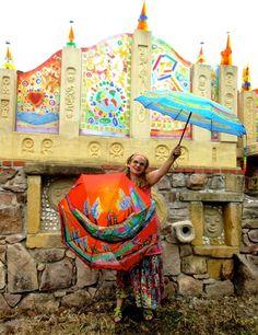 Parapluies d'art d'Anne Poiré et Patrick Guallino dans le jardin des 2000 coeurs.