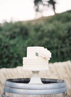 Sweet ruffled wedding cake: http://www.stylemepretty.com/2014/09/08/modern-tuscan-inspired-wedding-with-pops-of-color/ | Photography: Jen Huang - http://jenhuangphoto.com/