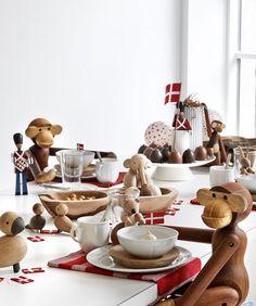 """Fødselsdag er en god anledning til at lege. Prøv at flytte ting ud af deres vante rammer og brug dem i din borddækning. Leg dig frem og glem alt om """"plejer"""" –  der er ingen regler.  Her har vi inviteret Kay Bojesens dyr og søde gardere med til festen. #inspirationdk #borddækning"""