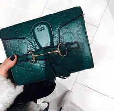 ✦⊱ɛʂɬཞɛƖƖą⊰✦ Gucci green leather small handbag