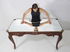 A Desk for Selfie Lovers Called Narcissus by Sebastian Errazuri