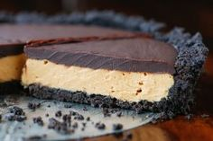 This Peanut Butter Pie recipe is the best chocolate peanut butter pie ever. If you're looking for an easy, no bake peanut butter pie recipe, this is it! Peanut Butter Pie Recipe No Bake, Peanut Butter Desserts, Chocolate Peanut Butter, No Bake Desserts, Just Desserts, Chocolate Frosting, Chocolate Topping, Chocolate Hazelnut, Holiday Desserts