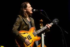 Jazz interview with jazz and blues guitarist Robben Ford. An interview by email in writing. JazzBluesNews.Space: – First let's start with where you grew up, and what got you interested in music?