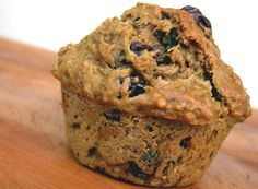 Quinoa Raisin Muffins - Clean & Delicious with Dani Spies Raisin Muffins, Quinoa Muffins, Healthy Banana Muffins, Yogurt Muffins, Skinny Muffins, Oatmeal Muffins, Real Food Recipes, Yummy Food, Clean Recipes