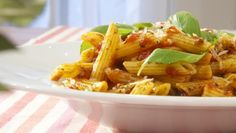 Penne all'arrabiata - receita Penne, Pasta, All Arrabiata, Chefs, Food Dishes, Macaroni And Cheese, Meals, Ethnic Recipes, Sauces