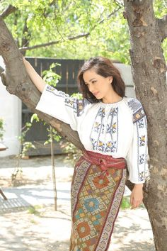 Olivia Steer, Romania Folk Costume, Costumes, Romanian Women, European Girls, Traditional Outfits, Womens Fashion, Fashion Trends, Beautiful Women, Female