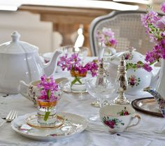 Happy Easter and a Special Table (via Bloglovin.com )