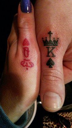 Tatuagem de Coroa | Símbolo de Cartas e Naipe no Dedo