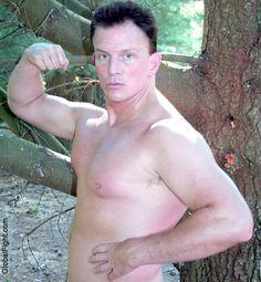 gay-guy-short-haircut-clean-shaven-muscle-hunk.jpg 831×900 pixels