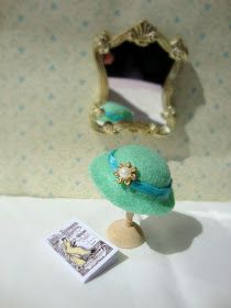Miss Beatrix: How to Make a Miniature Hat hoedjes maken van vilt Diy Doll Miniatures, Dollhouse Miniature Tutorials, Miniature Crafts, Dollhouse Dolls, Miniature Dolls, Doll Clothes Patterns, Doll Patterns, Mini Doll House, Barbie Accessories