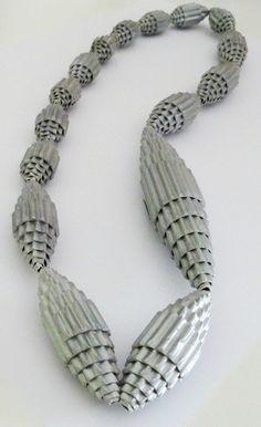 Collar Cartón Ondulado Plateado de Entodomemeto por DaWanda.com