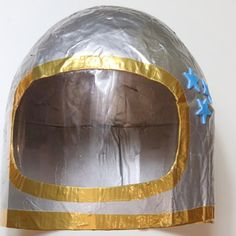 Kids will love helping out with this papier mache space helmet as they can get their hands really messy with the paste. To make the helmet sturdy you do needs quite a few layers of paper mache which takes time to dry. Diy Astronaut Costume, Astronaut Diy, Astronaut Helmet, Cardboard Crafts Kids, Cardboard Rocket, Projects For Kids, Diy For Kids, Crafts For Kids, Kids Helmets