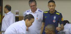Neymar chega com Messi, Tite sai e jogadores da Seleção colhem sangue #globoesporte