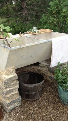 34 Elegant Garden Sink Design Ideas That Must Have To Outdoors - Sinks are often used as a container for plants, especially for alpines or rock plants. Sinks are mostly used at patios and give them attractive featur. Outdoor Garden Sink, Outdoor Sinks, Outdoor Rooms, Outdoor Gardens, Outdoor Living, Outdoor Projects, Garden Projects, Concrete Sink, Garden Structures