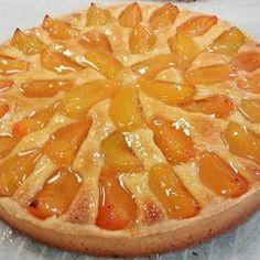 + Tarte aux abricots, crème d'amandes.