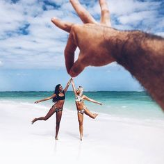 Discover ideas about foto pose Photos Bff, Photos Tumblr, Bff Pictures, Best Friend Pictures, Cool Pictures, Cool Photos, Funny Beach Pictures, Amazing Photos, Photo Summer