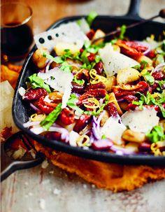 <span>Ensalada de chorizo y papas con rúcula y escamas de queso manchego.</span></p>