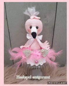 Crochet Flamingo, Crochet Birds, Cute Crochet, Crochet Baby, Amigurumi Patterns, Crochet Patterns, Crochet Jar Covers, Play Clothing, Pink Flamingos