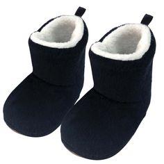 Bota Preta Infantil Ricsen Montana. Nesse inverno deixe os pezinhos do bebê bem aquecidos com a Botinha Montana. Ela da um charme especial e ainda protege do frio. R$ 44,90