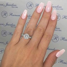 Pretty ombré pink nails