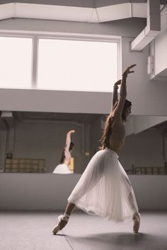 New jazz dancing poses beautiful ideas Dance Photography Poses, Dance Poses, Ballet Tutu, Ballet Dancers, Ballerinas, Ballerina Dress, Bolshoi Ballet, Dance Movement, Contemporary Dance
