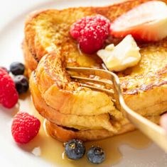 Learn how to make the best damn French Toast with this classic recipe. Toast Pizza, Breakfast Dishes, Breakfast Recipes, Breakfast Casserole, Breakfast Potatoes, Breakfast Items, Breakfast Muffins, Breakfast Bake, Sweet Breakfast