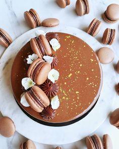 "@izboltiz shared a photo on Instagram: ""🍯🍫Nutella mousse torta🍫 🍯 Nutellás brownie alap• tejcsokis-mogyorós ropogós réteg•Nutella mousse• tejcsokis tükörglazúr• mogyorókrémes…"" • May 23, 2021 at 4:10pm UTC Nutella, Mousse, Panna Cotta, Pancakes, Breakfast, Ethnic Recipes, Instagram, Food, Morning Coffee"
