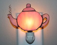 Stained Glass pink kettle night light made with pink opalescent iridescent glass Copper Patina Making Stained Glass, Stained Glass Christmas, Faux Stained Glass, Stained Glass Projects, Stained Glass Patterns, Mosaic Glass, Fused Glass, Stained Glass Night Lights, Glass Teapot