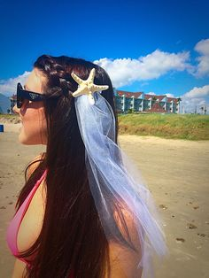 Beach Bachelorette hair clip! Great idea for a veil on the beach. <3 Starfish veil