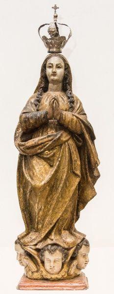 Excepcional imagem de Nossa Senhora da Conceição, madeira policromada. Coroa de prata. Brasil, século XVIII. Alt.67cm. Vendido 15.500,00.