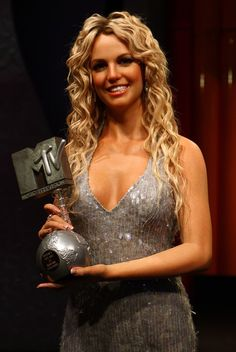 Britney Spears - released on [Madame Tussaud's Wax Museum] Britney Spears Images, Girls Run The World, Wax Museum, Britney Jean, Madame Tussauds, Long Curls, Mtv Videos, Hollywood, Sensual