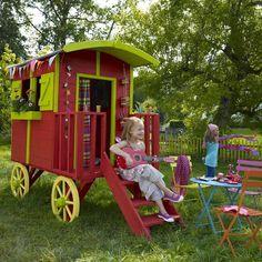 Gypsy caravan playhouse for kids (paint it yourself). Image © Castorama