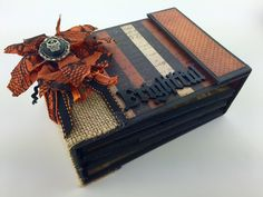 Two brand new mini albums just in time for Halloween! Regions Beyond Mini Album TUTORIAL: https://www.etsy.com/listing/250047155/regions-beyond-mini-album-tu...