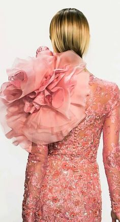 These Pictures Are Guaranteed to be the Prettiest You've Seen All Week - Ralph & Russo Haute Couture Spring Paris Couture Fashion Week Detail Pictures Couture Fashion, Runway Fashion, High Fashion, Fashion Beauty, 3d Fashion, Fashion Photo, Couture Details, Fashion Details, Harrods