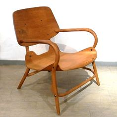 Tatsuzo Sasaki; Bent Beech and Molded Plywood Chair for Akita, 1950s.