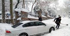 Beykoz-Riva yolunda araçlar mahsur kaldı Kar yağışı nedeniyle onlarca araç, Beykoz-Riva yolunda mahsur kaldı. Araçlar, İBB ekiplerinin müdahalesiyle kurtarıldı. http://feedproxy.google.com/~r/dosyahaber/~3/yE0eBSkyMhE/beykoz-riva-yolunda-araclar-mahsur-kaldi-h10903.html
