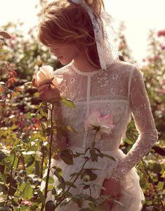 I morgen skal jeg til bryllup og jeg faldt lige over disse smukke billeder taget af den svenske fotograf Camilla Åkrans til Porter Magazine. Syntes de er helt poetisk smukke og får næsten en følelse af misundelse af at det … Continued
