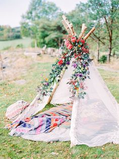 Photo styling ideas for the garden | Teepee | Wigwam |A Festival Inspired Swedish Inspiration Shoot with Feathers and Doughnuts